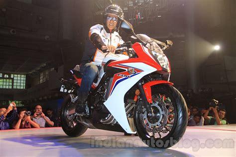 honda cbr 650r price 2015 honda cbr 650r front quarter with akshay kumar