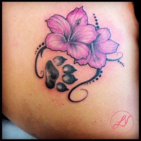 tatuaggio fiore ibisco tatuaggio fiore ibiscus orma za realizzato dal