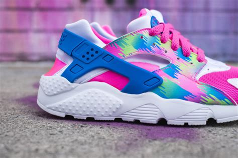 this colorful nike air huarache is summer ready