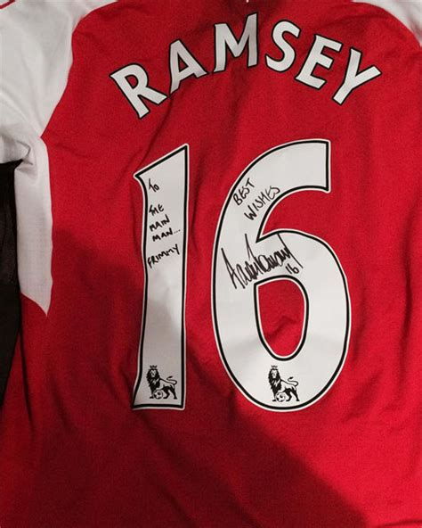 Kaos Arsenal Arsenal Signature 10 photo aaron ramsey sends signed shirt to former arsenal