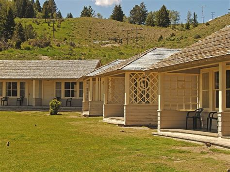 Mammoth Cabin by 1 Rooms Hotel Mammoth Springs Hotel Cabins Country