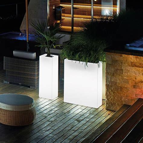 vasi luminosi per esterno light fioriera in resina da esterno con luce