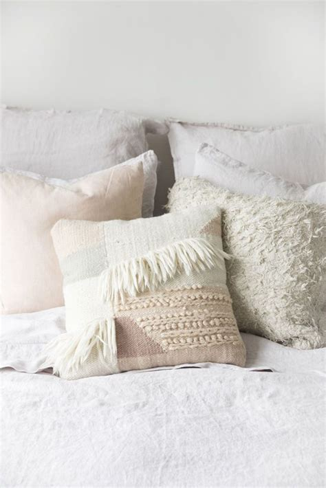 pillows for bedroom best 25 decorative bed pillows ideas on