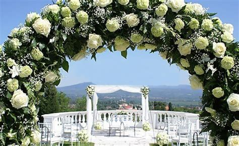 Come Abbellire Un Arco by Come Fare Arco Di Fiori Per Matrimonio