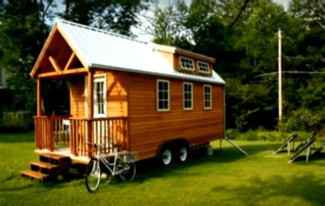 how to build a tiny house part 10 choosing and installing siding 20 ways to build a mobile tiny home