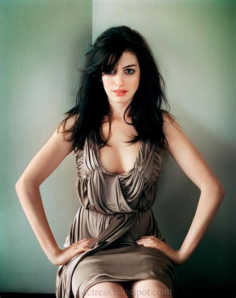 Hot Actress Anne Hathaway   PHOTO DUNIA