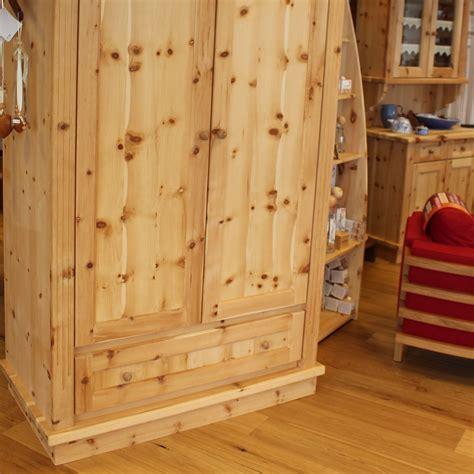 kleiderschrank aus zirbenholz schrank kasten aus zirbenholz m 246 bel aus zirbenholz