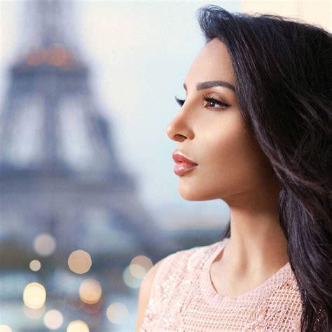Becca Parisian Lights 89 revue highlighter parisian lights becca x sananas