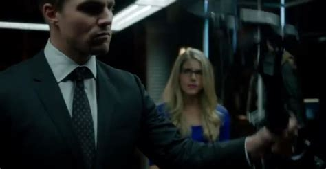 stephen amell and emily bett rickards preview arrow season two expands cast and characters