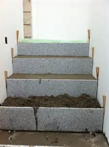 treppe schalen beton cire oberfl 228 chen in beton look sanierung einer