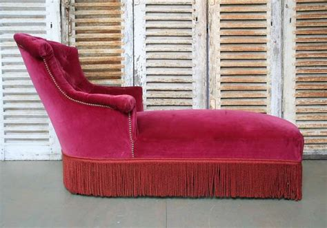 red velvet chaise lounge french chaise lounge in red tufted velvet at 1stdibs