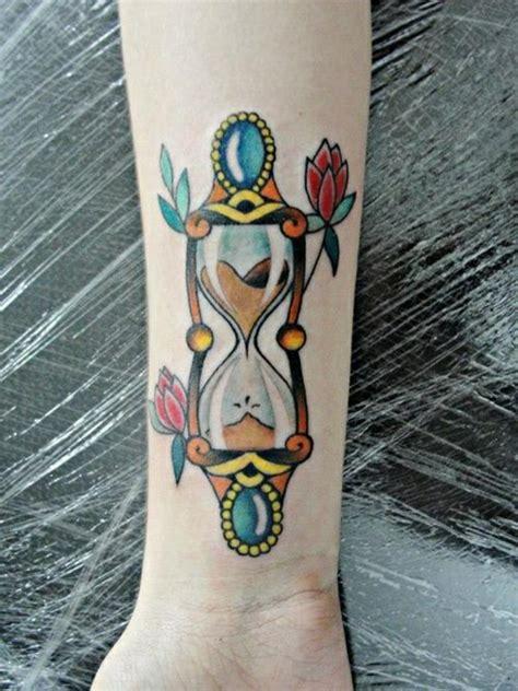 tattoo old school hourglass 1001 unterarm tattoo ideen bilder und video