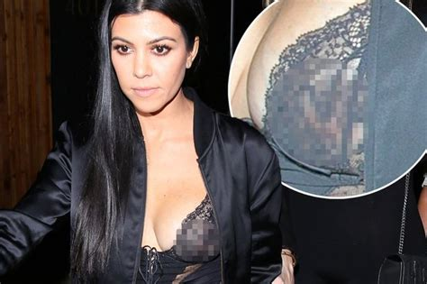 Mam Niple Uk X kourtney flashes in risqu 233