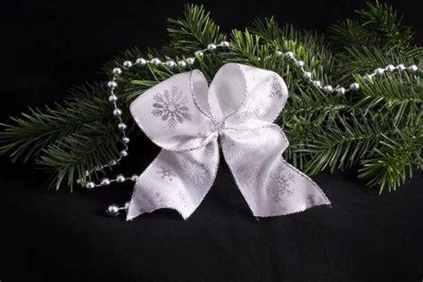 weihnachtsschleife wei 223 mit silberner schneeflocke