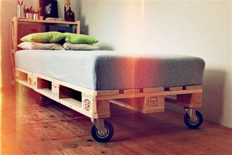 Futon Zum Rollen by Ideen F 252 R Paletten Als Bett Ersatz Wohnbu De