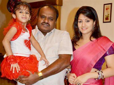 actor vivek daughters photos photos tamil actors their kids children filmibeat