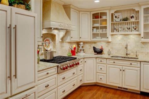bloombety old country small kitchen island design old kuchnia w stylu angielskim kuchnia w stylu kuchenny com pl