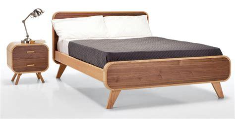 dipan minimalis model terbaru kamar tua