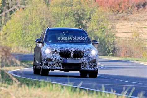 bmw  facelift spied   headlights sporty
