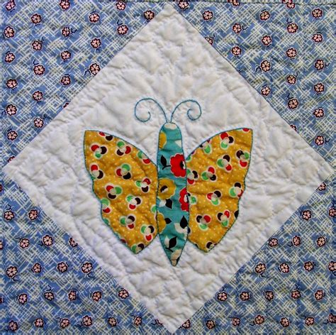 Butterflies Quilt by Appliqued Butterfly Quilt Q Is For Quilter