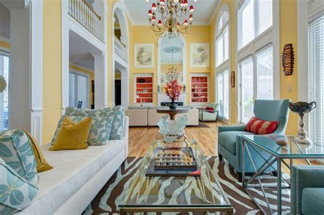 the yellow room triadic color scheme what is it and how is it used