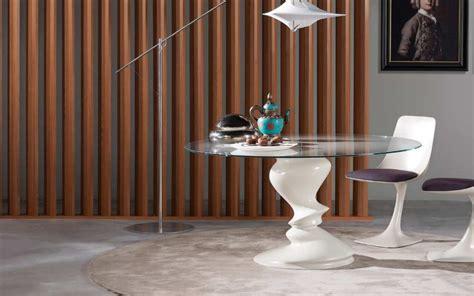 Attrayant Salle A Manger Design Roche Bobois #1: Roche-Bobois-table-blanche-ronde-en-verre-SISMIC-201311141250107l.jpg