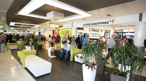 le porte di napoli negozi capodichino per la prima volta l aeroporto internazionale