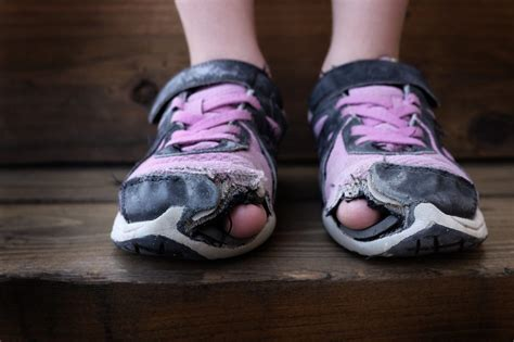 how to when your running shoes are worn out expert advice what your worn shoes say about you