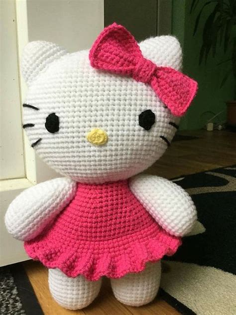 yarn kitty pattern hello kitty on the photos was made from yarn vlnap lada