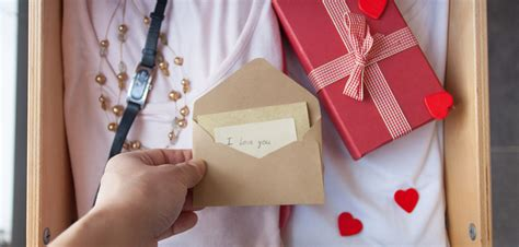 surprise 5 great ways to present a special gift jewelry