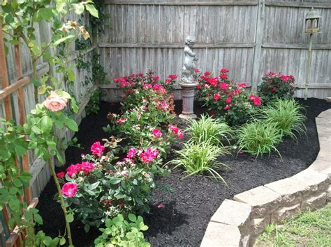 Small Yard Landscaping Design Corner Landscaping With Roses Pictures Wow Image Results Garden Pinterest