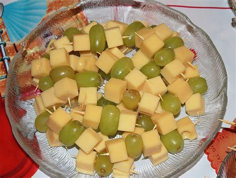 käseplatte anrichten gemischte k 228 sesticker mit trauben und tomaten rezept mit
