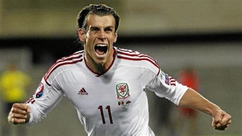 gareth bale long hair gareth bale hairstyle with headband and slicked back hair