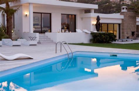 piscina en casa 191 a 241 ade valor a una casa tener una piscina idealista news
