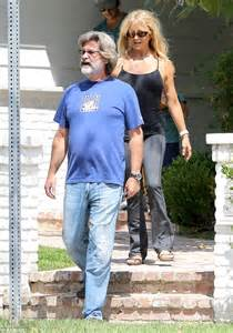 How Much Does Mick Dodge Make Goldie Hawn S Leading Kurt Shows His