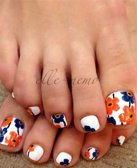 flower design on toes 23 cute easy toenail designs for summer pretty designs