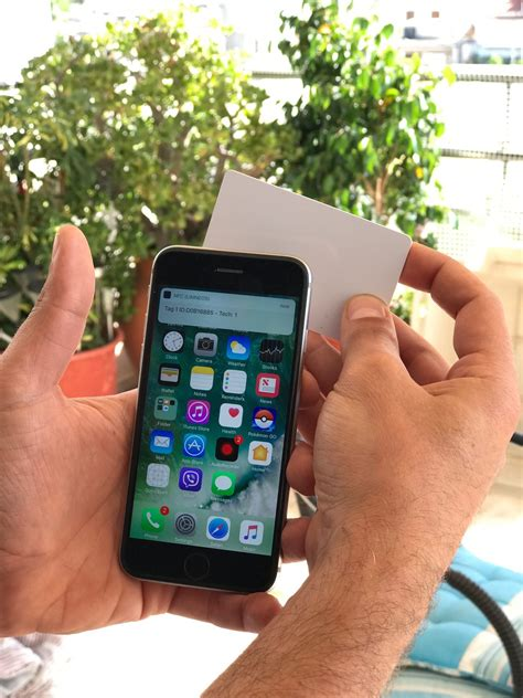 jailbreak developer hacks nfc  iphone   talk  nfc devices tomac