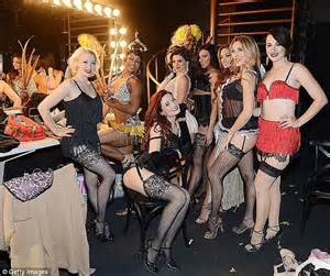 accuses vegas showgirl theater of