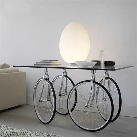 Charmant Table Roulante De Jardin #8: Id%C3%A9es-cr%C3%A9atives-r%C3%A9utiliser-pi%C3%A8ces-d%C3%A9tach%C3%A9es-v%C3%A9lo-table-roulante-verre.jpg
