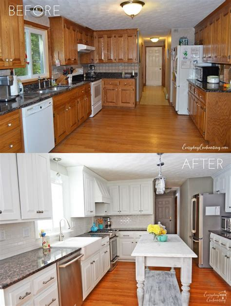Oak Kitchen Cabinets Painted White by Best 25 Updating Oak Cabinets Ideas On