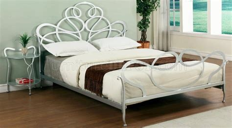 Silver Metal Bedroom Furniture by Silver Tone Metal Modern Bedroom W Optional Stands