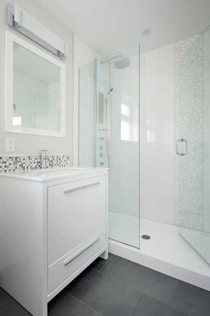 ada badezimmer vanity steveston split level revival klassisch modern
