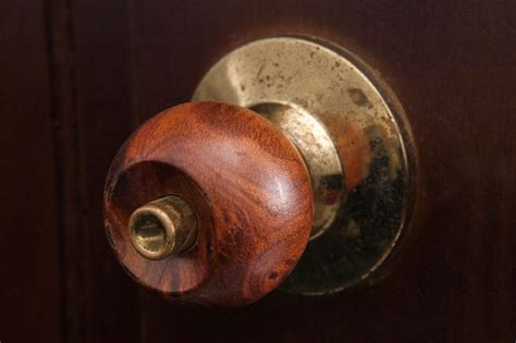 How To Remove Door Knobs Without Screws by How To Remove A Door Knob With Screws Hunker
