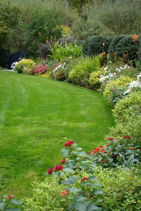 An October Flower Border Fall Garden Inspiration Garden Flower Borders