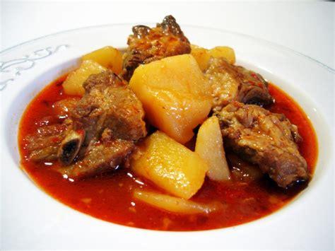 cocina patatas patatas con costillas un delicioso guiso casero tradicional