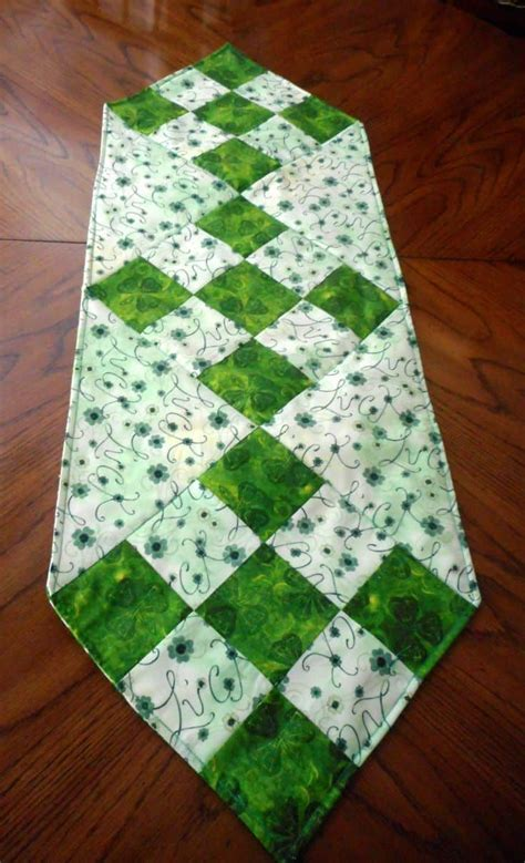diy table runner ideas 17 diy quilted table runner ideas for all year