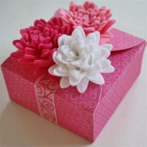 pretty gifts pretty in pink flower topped gift box allfreepapercrafts com