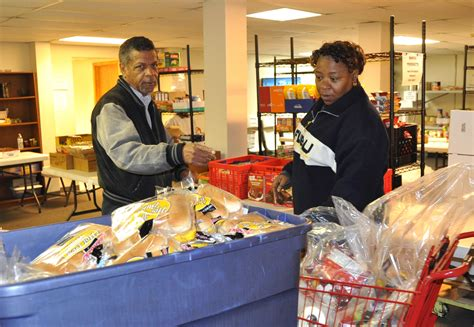 Food Pantries St Louis by Smaller Food Pantries Start To Feel Crunch After Cuts To