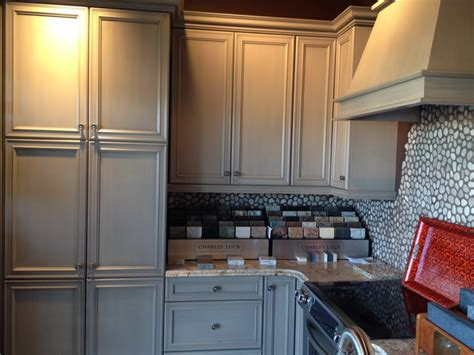 gray cabinets what color walls tips choosing gray cabinets what color walls