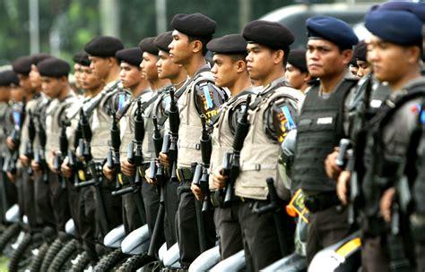 Seragam Patroli Keamanan Sekolah file polisi officers lineup jpg wikimedia commons